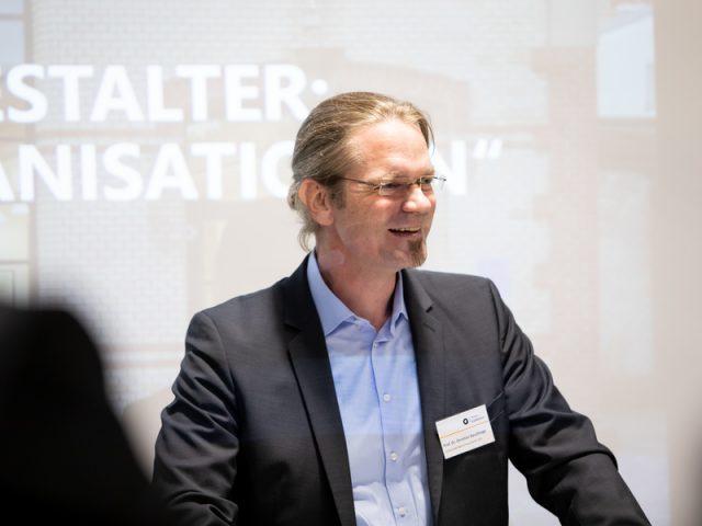 Prof. Dr. ChristianBauckhageüber QuoVadisKünstliche Intelligenz?